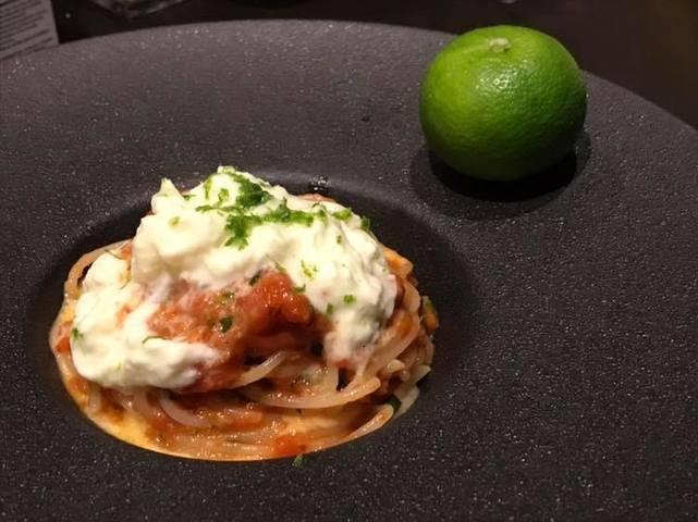 フレッシュトマトとブッラータチーズのスパゲッティ すだちの香り
