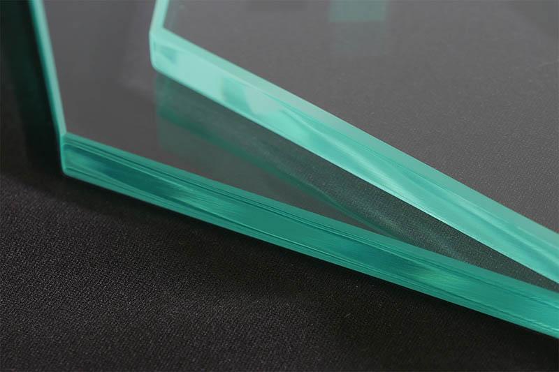 【ガラス断面のミガキ加工(ランクS)】機械磨きと手磨きの見え方の違い