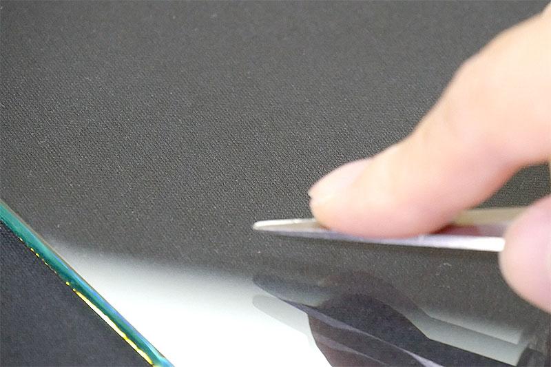 割れにくい強化ガラスでも、キズのつき具合は普通のガラスと同じ?