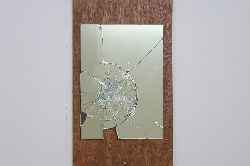 飛散しなかった鏡 : 飛散防止効果あり