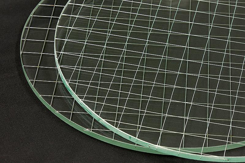 網入りガラスの「切断機加工」と「ウォータージェット加工」の仕上がりを比較!