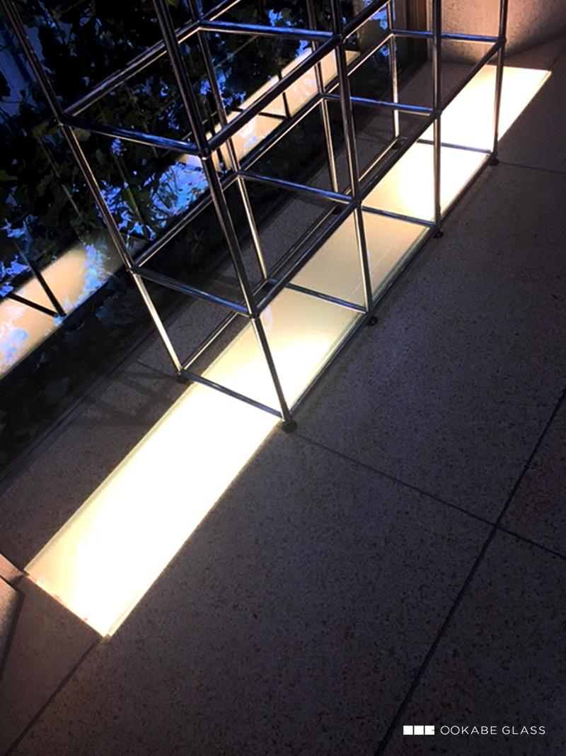 店舗の床材(間接照明)に設置した「床用ガラス」(1)