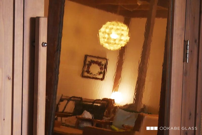 ドアに「昭和レトロ風ガラス」を設置