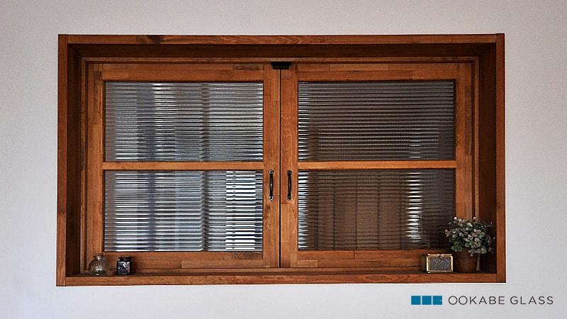 室内窓に設置した「モールガラス(12mm)」