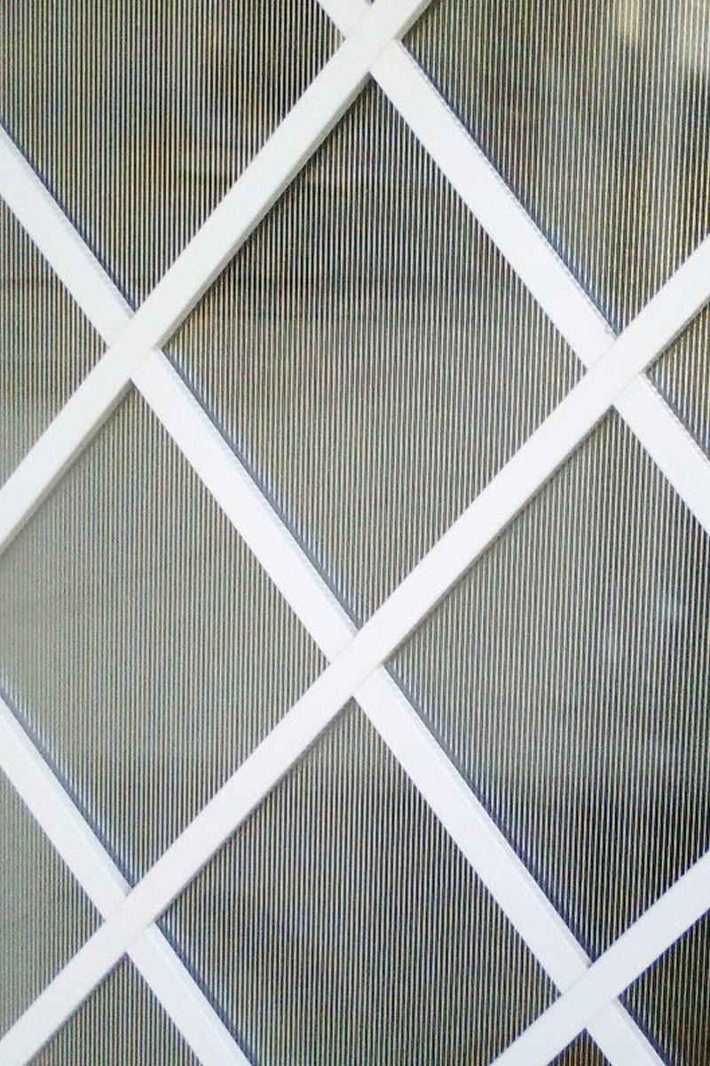 玄関扉と窓に「エストラド 4ミリ」を設置したK様の事例(2)