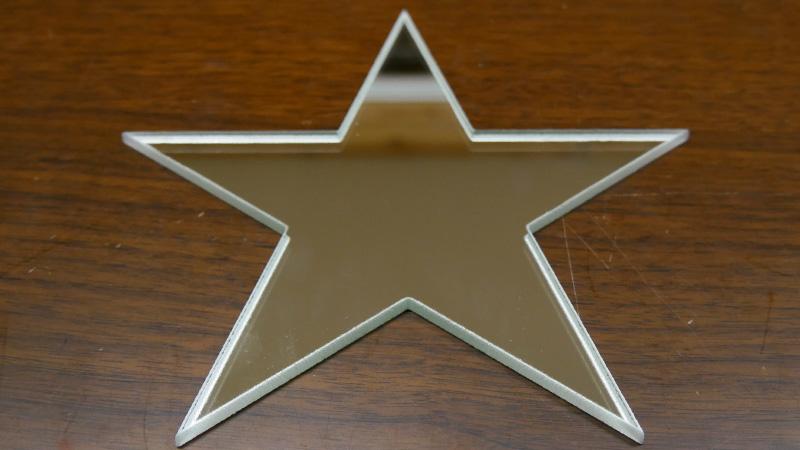 内装の鏡として「星型のミラー」を注文されたK様の事例のお写真
