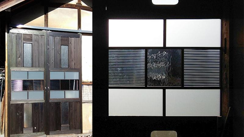 「すりガラス」や「モールガラス」を使用した物置作業場の扉