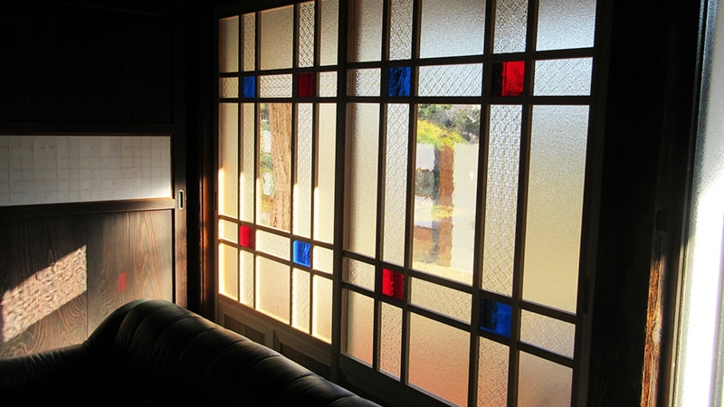 「レトロなガラス」を組み合わせて窓ガラスを製作した事例(茨城県つくば市 U様)のお写真