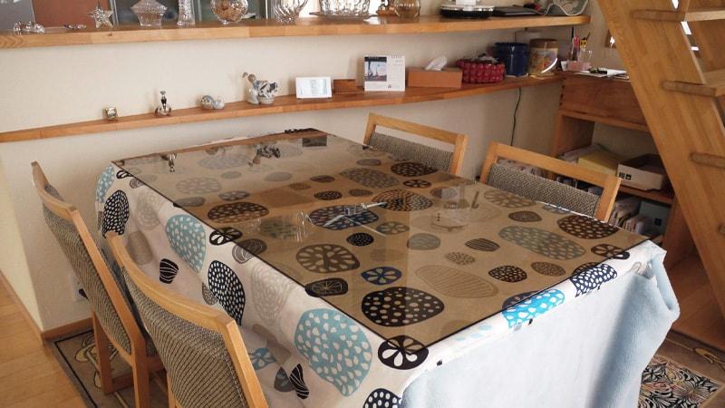お客様事例 : ダイニングテーブルの天板に「色ガラス(ブロンズ)」を使用した事例(兵庫県神戸市 K様)