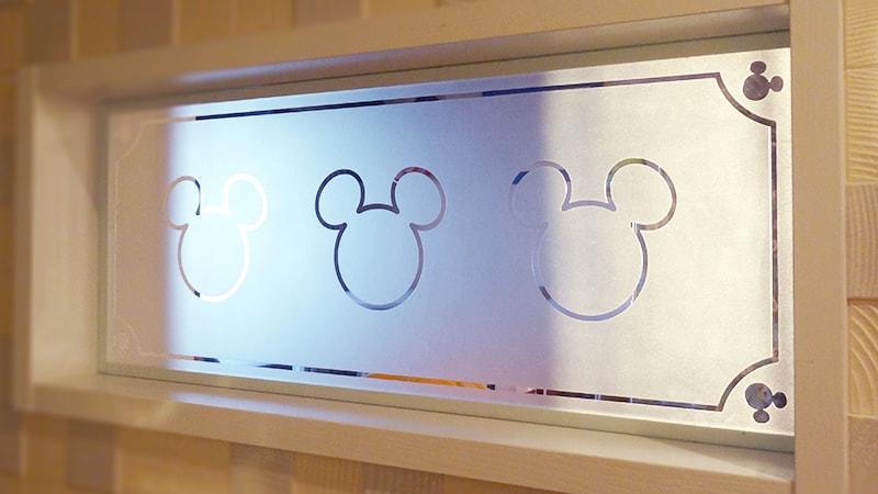 玄関とトイレのリフォームにイラスト入りの「透明ガラス」を使った事例(愛知県名古屋市 H様)のお写真