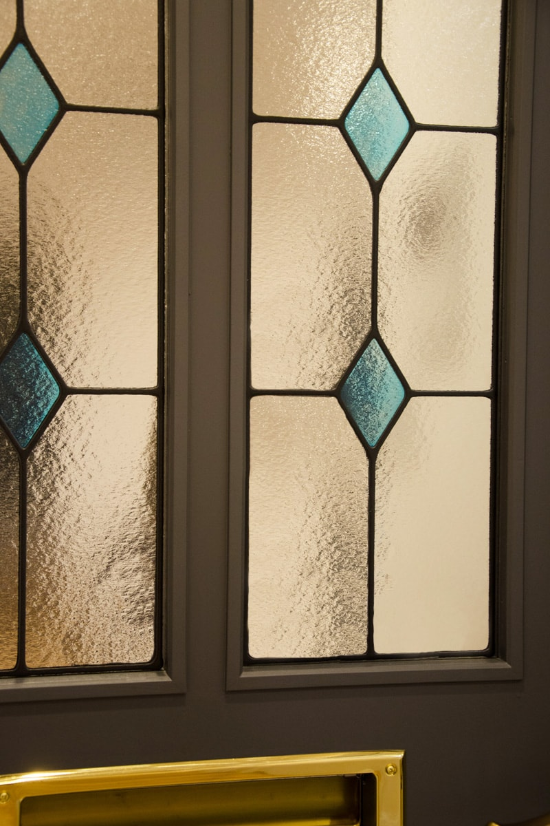 ドア窓に設置したステンドグラス(2)