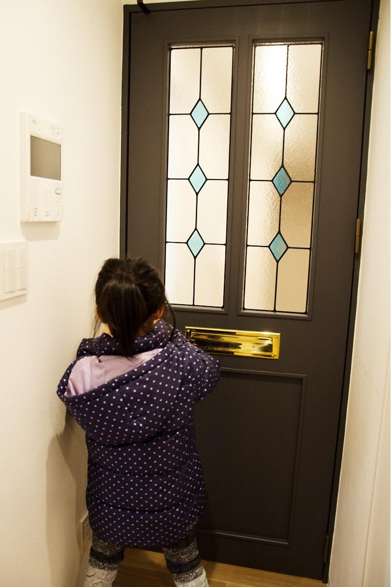 ドア窓に設置したステンドグラス(3)