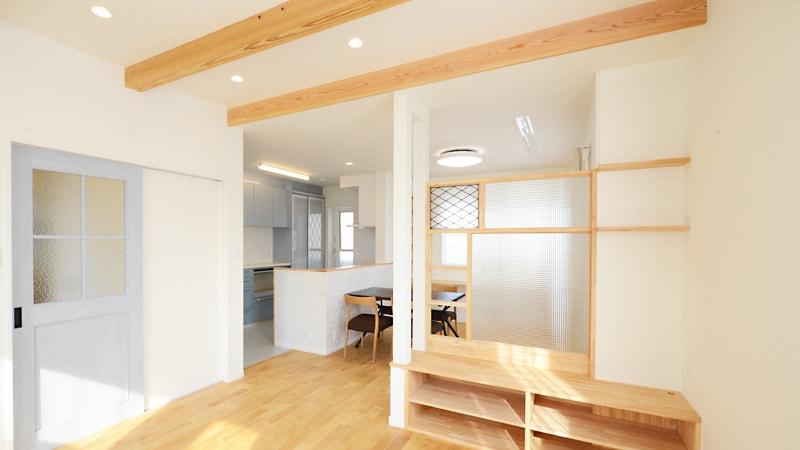 オシャレな室内パーテーション!格子柄の「ステンドグラス」を使用した事例(和歌山県海南市 建設会社H様)のお写真