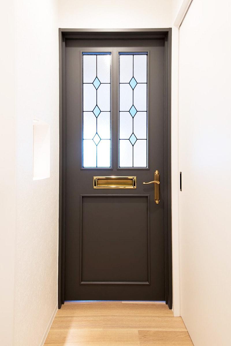 ドア窓に設置したステンドグラス(1)
