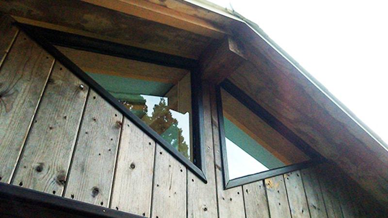 光を取り込む!明かり取りとして高窓に三角形の「透明ガラス」を設置した事例(岡山県岡山市 K様)のお写真