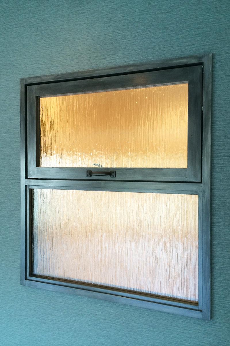 窓に使用した「SAG-028-クラ」