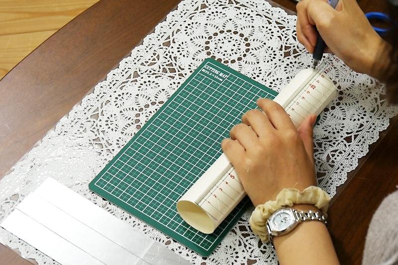 万華鏡の作り方 紙筒をカットする(1)