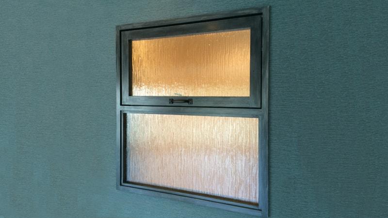 お客様事例 : カフェ風の窓に!「アンティークガラス」を窓に使用した事例(神奈川県横浜市 リフォーム会社S様)