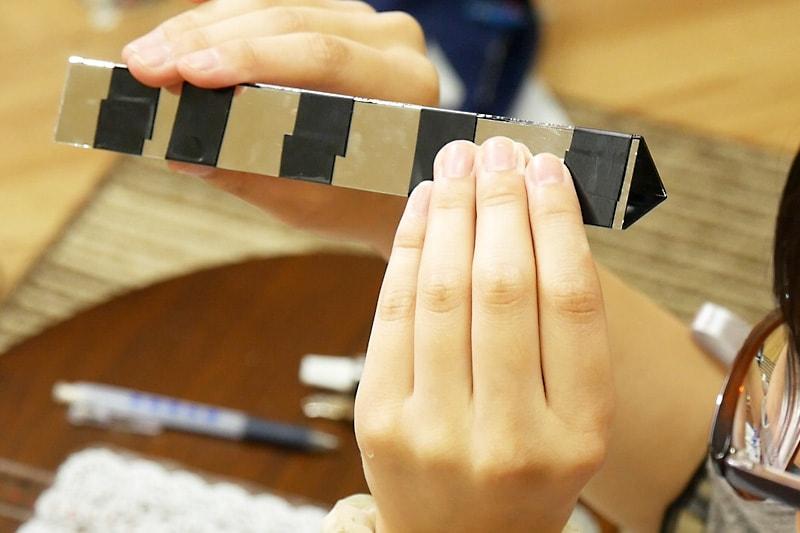 万華鏡の作り方 表面反射鏡をカット・組み立てる(7)
