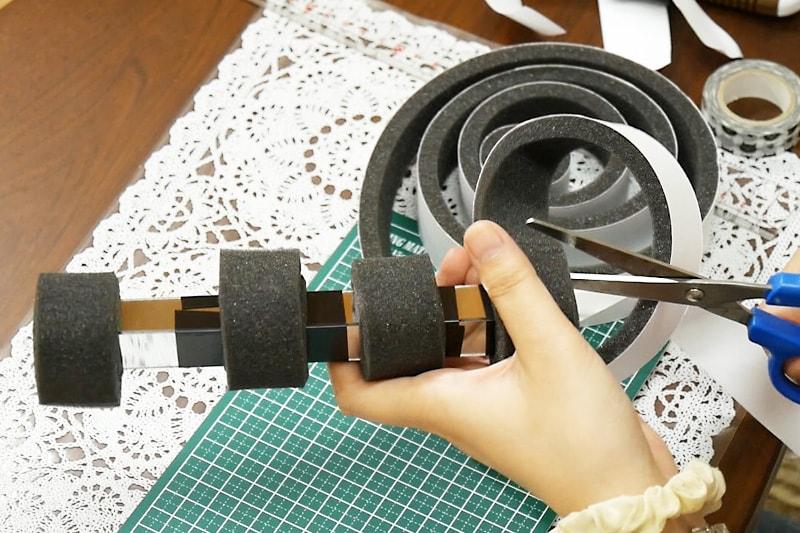 万華鏡の作り方 鏡をすきまテープでまく(4)