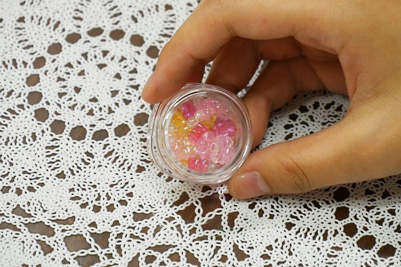 万華鏡の作り方 アクリルケースにビーズを入れる(2)