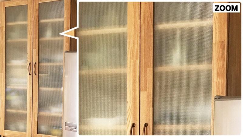 細かい格子で優しい雰囲気に!食器棚に「チェッカーガラス」を使用した事例(岡山県倉敷市 S様)のお写真