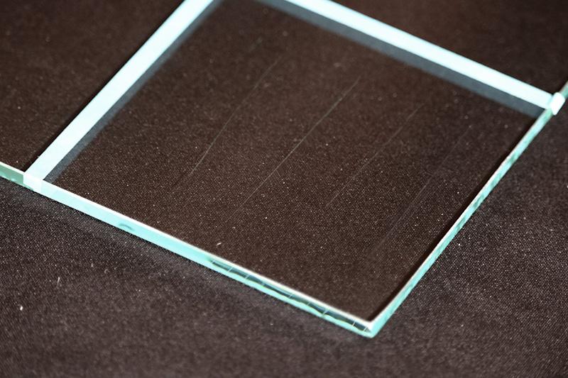 フロートガラス 傷つきやすさ カッター