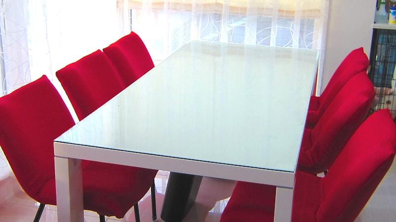 ダイニングテーブルに広幅面取りを施した「強化ガラス」を設置した事例(大阪府堺市 H様)のお写真