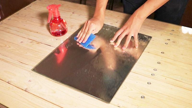 浴室鏡の曇りも解決!「曇り止めフィルム」の貼り方