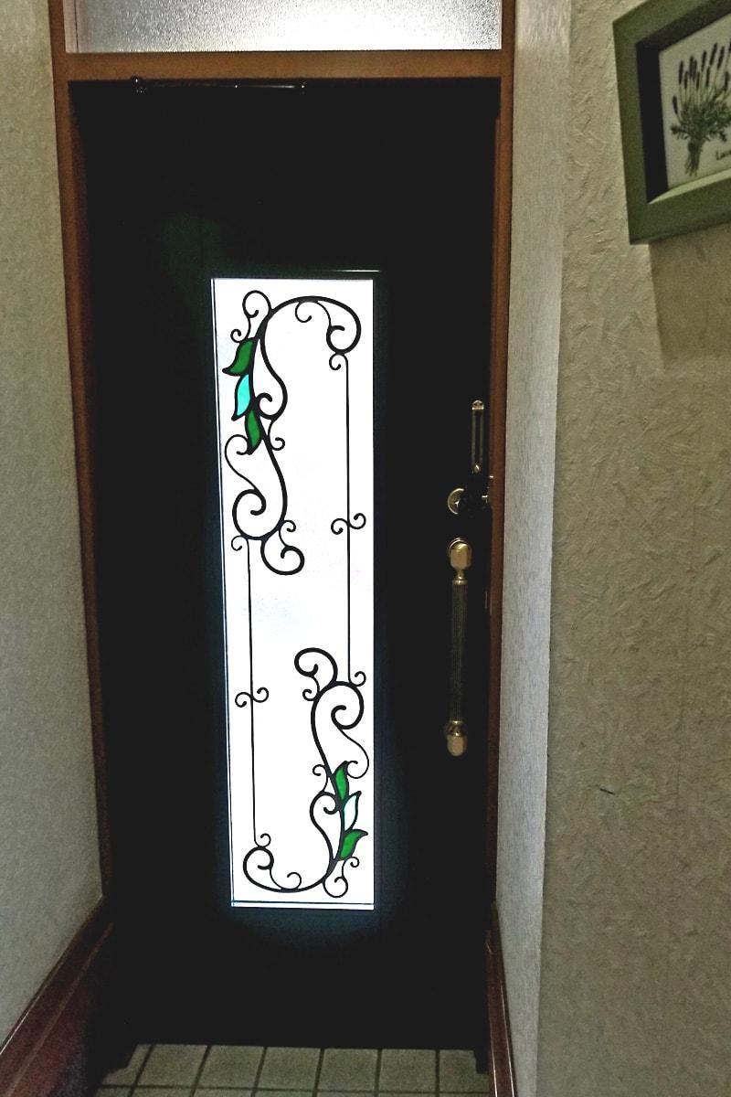 玄関ドアに使用した「ステンドグラス」(1)