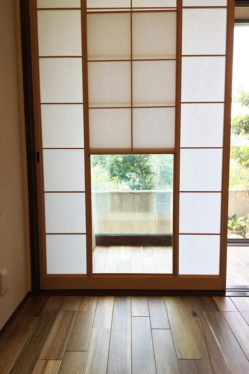 雪見障子のガラスに使用した「昭和レトロガラス」(1)