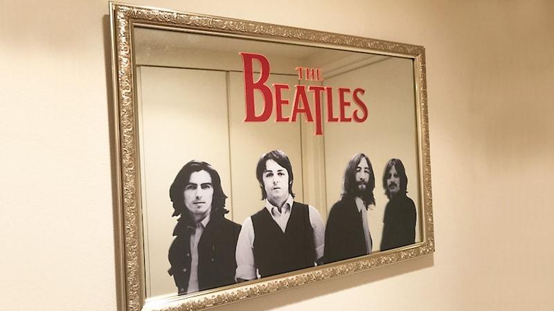 鏡に印刷!ビートルズの「パブミラー」を製作した事例(千葉県船橋市 W様)のお写真