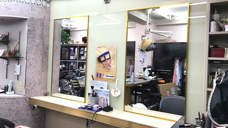 青みのない綺麗な映り!美容室の鏡に「ブルーカットミラー」を使用した事例(徳島県徳島市 T社様)のお写真