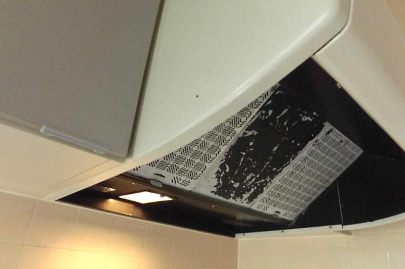 キッチンレンジフードの照明ガラスに使用した「型板ガラス」(1)