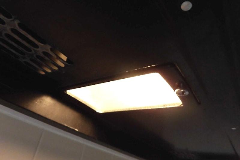 キッチンレンジフードの照明ガラスに使用した「型板ガラス」(2)