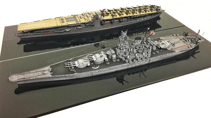 船の模型のディスプレイ台座に「色ガラス(ブラック)」を使用した事例(東京都練馬区 K様)のお写真