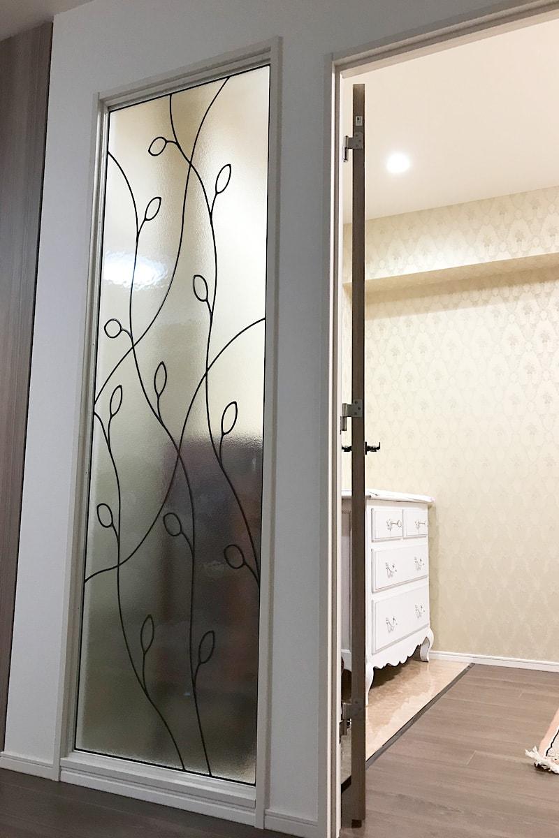 室内間仕切りに使用した「ラインアート-OG502」(2)
