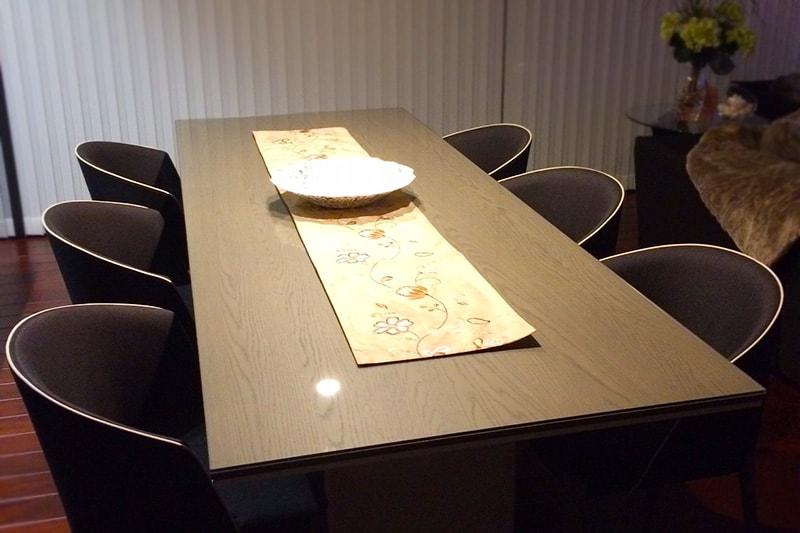 木製ダイニングテーブルに設置した「強化ガラス」(1)