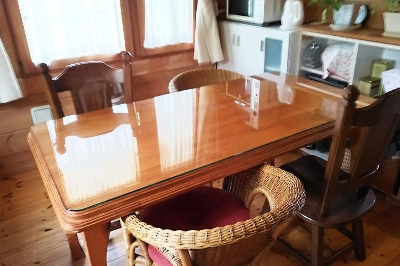 段彫り装飾のダイニングテーブルに使用した「強化ガラス」(1)