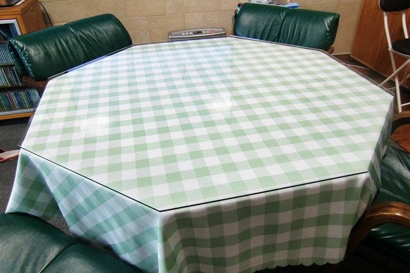 八角形のテーブルトップに使用した「強化ガラス」(1)