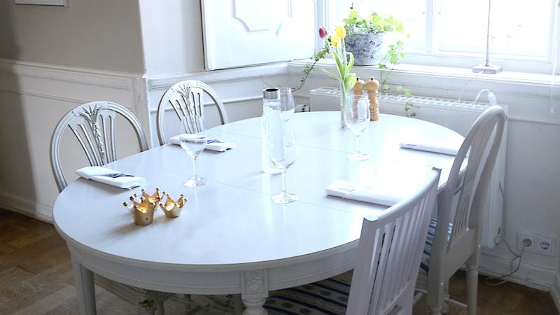お客様事例 : 小判形のテーブルに「強化ガラス」のテーブルトップを設置した事例3選