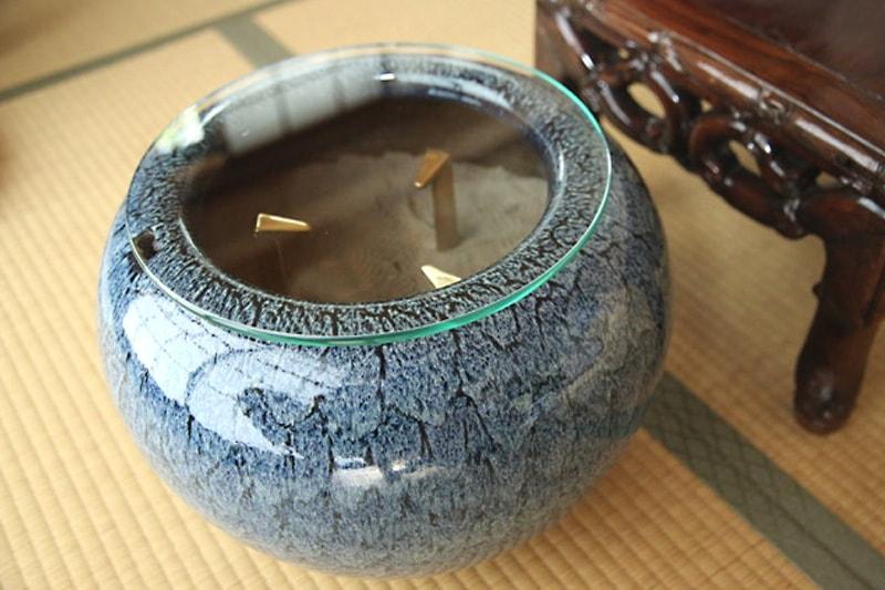 火鉢の上に設置した「強化ガラス」(1)