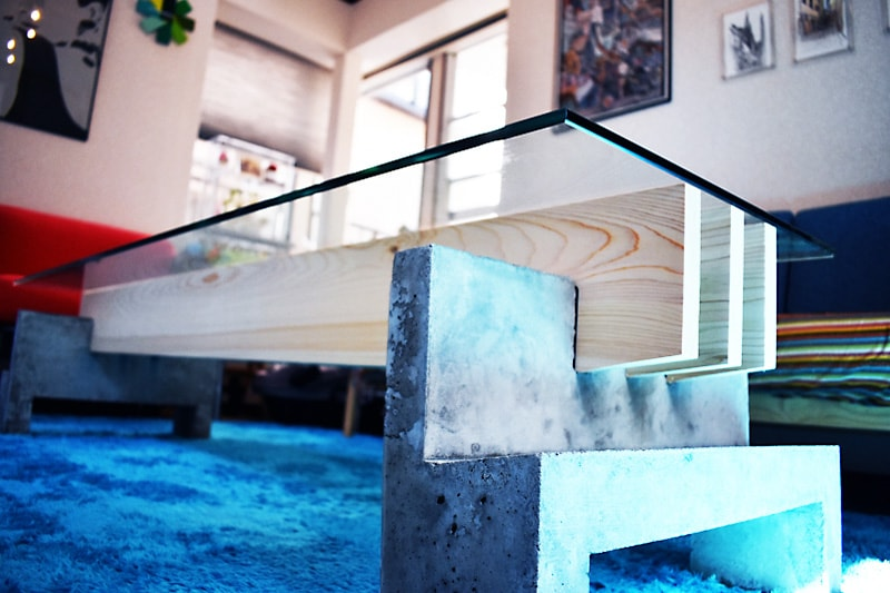 木材とセメントで作ったテーブルトップに使用した「強化ガラス」(2)