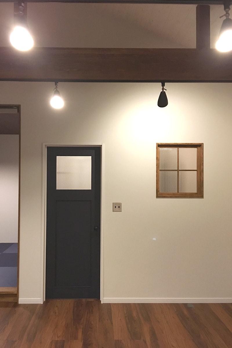 明かり取り窓に使用した「チェッカーガラス(リストラルM)」(2)