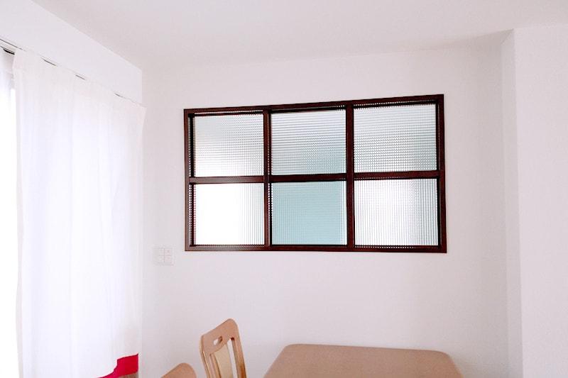 玄関とリビングの明かり取り窓に使用した「チェッカーガラス(リストラルM)」(1)