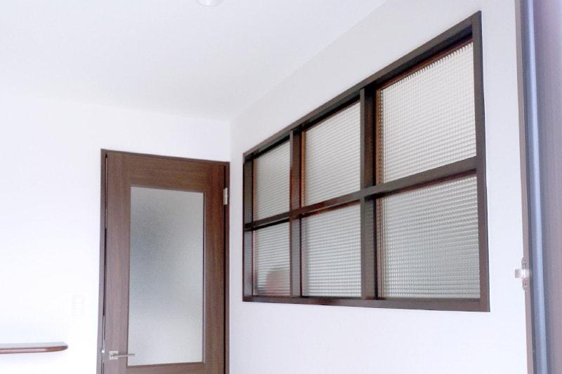 玄関とリビングの明かり取り窓に使用した「チェッカーガラス(リストラルM)」(2)