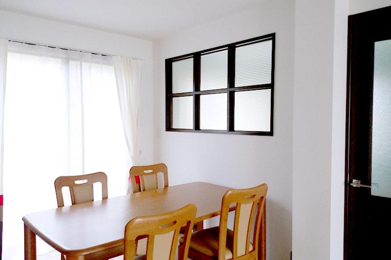 玄関とリビングの明かり取り窓に使用した「チェッカーガラス(リストラルM)」(3)