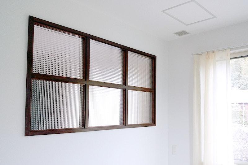 玄関とリビングの明かり取り窓に使用した「チェッカーガラス(リストラルM)」(4)