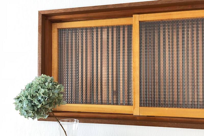 玄関の室内窓に使用した「チェッカーガラス(リストラルM)」(1)