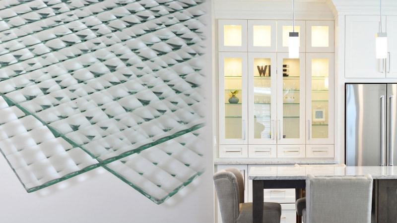 カフェ風の食器棚に!デザインガラスの「チェッカーガラス(リストラルM)」を使用した事例3選のお写真